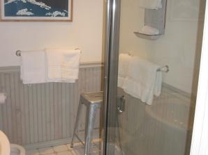 102-0211_img-2-bath